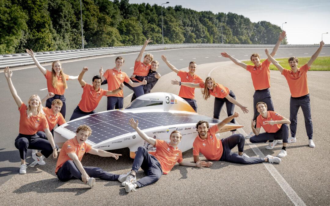 Het Solar Team van de TU Delft studenten presenteert de Nuna11
